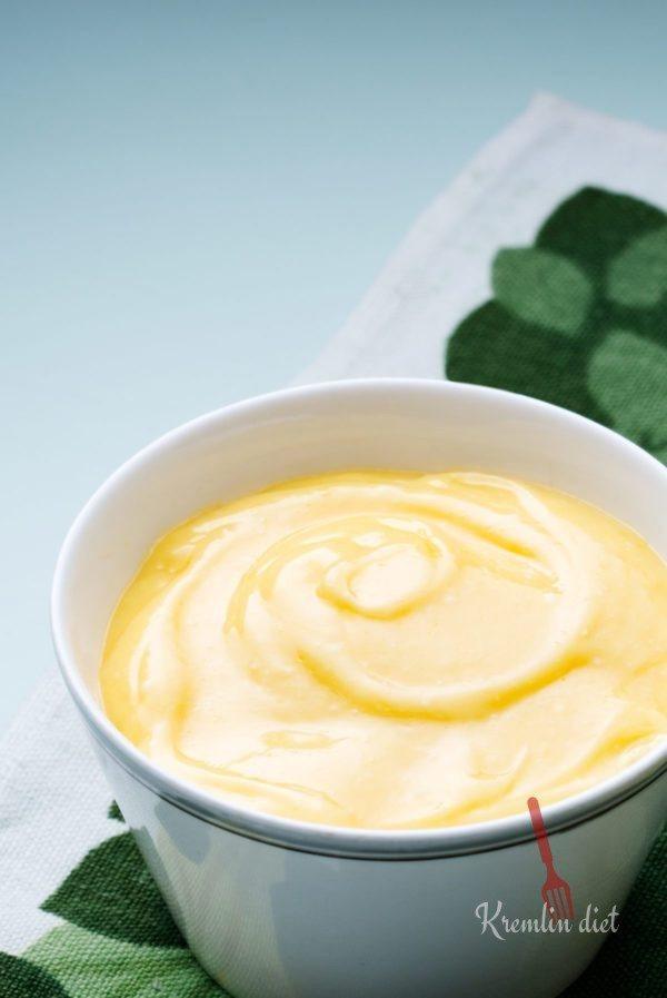Добавьте лимонный сок по вкусу. Хорошо перемешайте, посолите и поперчите по вкусу. Подавать немедленно.