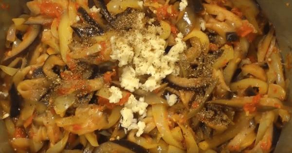 Измельченный чеснок, кориандр, уксус соевый соус и специи необходимо в кади-ча добавить за 5 минут до готовности. Пробуем на вкус и, если необходимо, солим.