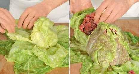 Взять кочан квашеной капусты и проложить фарш между листьями, плотненько прижимая их друг к другу.