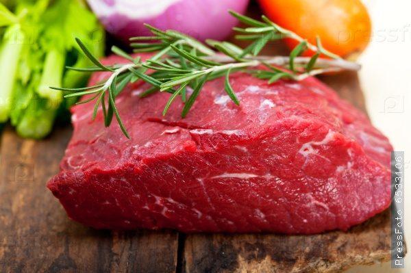 Перед началом приготовления мясо должно быть выдержано при комнатной температуре 3-4 часа.