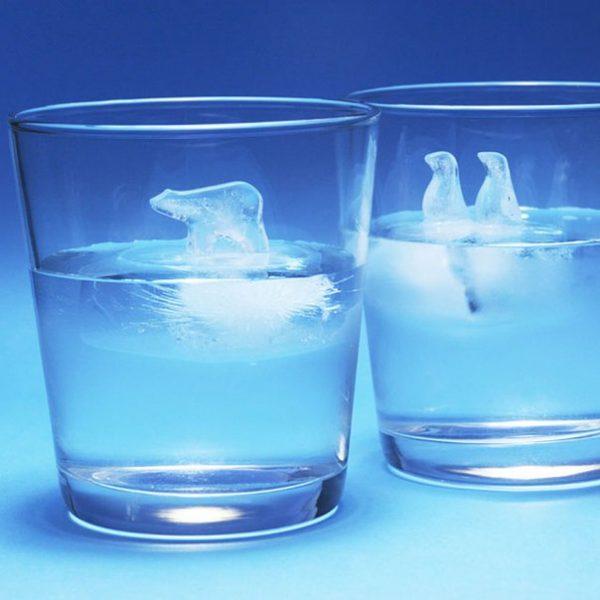 Для приготовления кляра заранее подготовьте воду: охладите её до ледяного состояния (так, чтобы льдинки плавали).